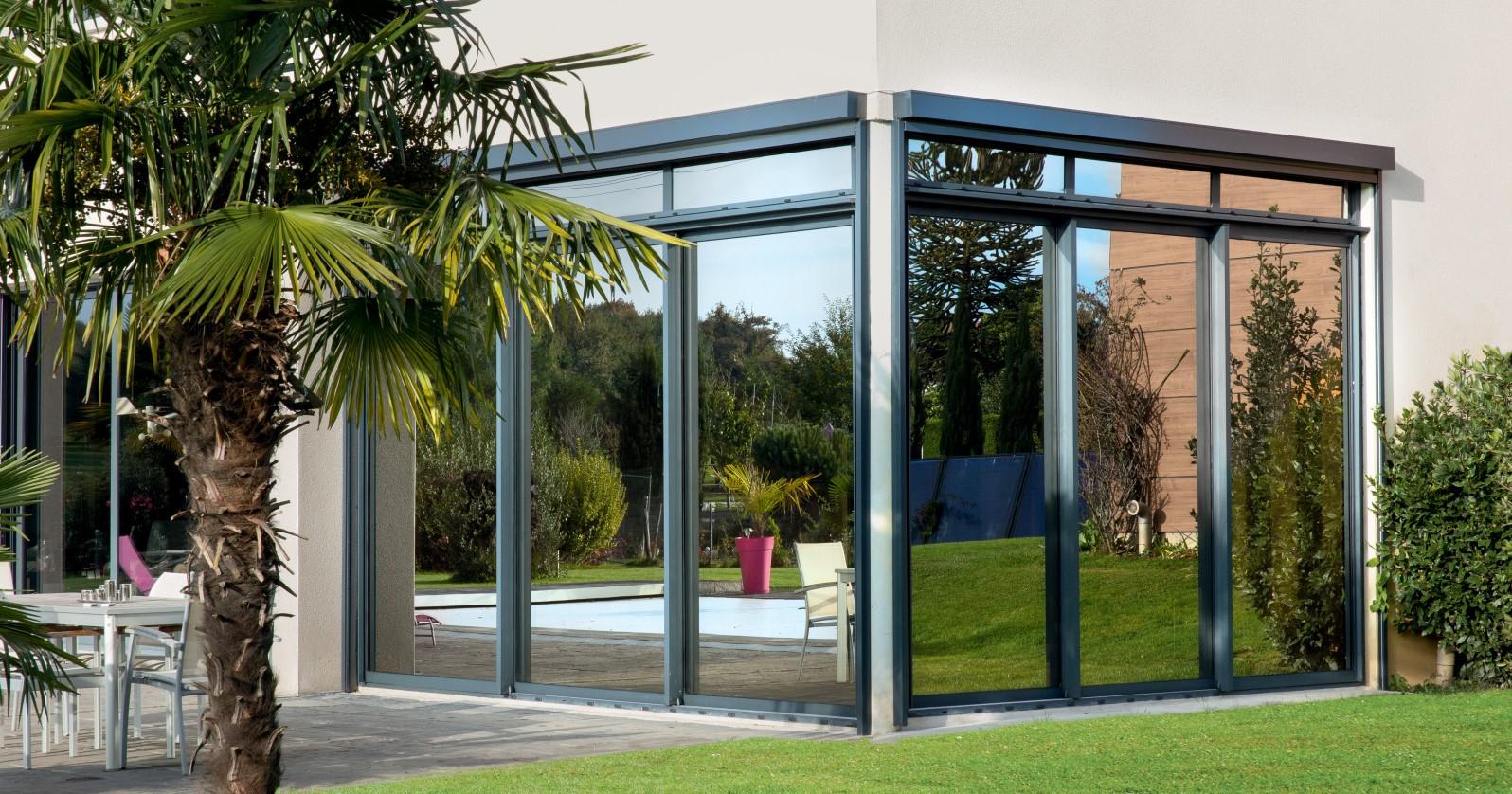 Baie vitrée d'angle en aluminium - Komilfo