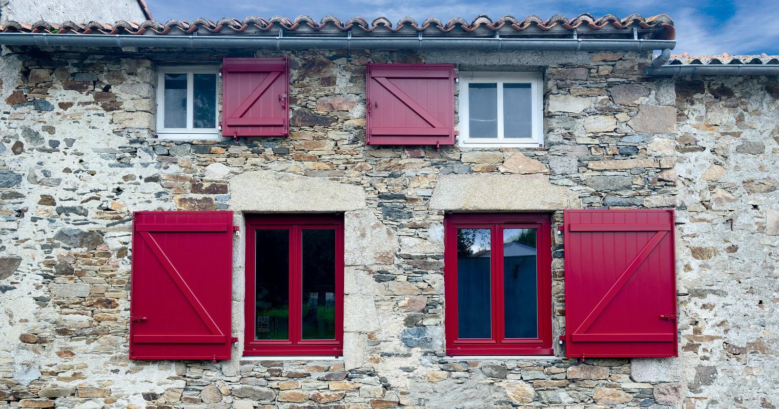 Fenêtres PVC rouges et blanches - Slider Komilfo