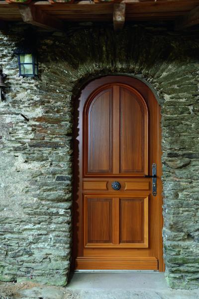 Portes d 39 entr e traditionnelles komilfo for Belles portes interieures