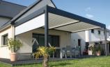 Pose d'une pergola bioclimatique sur-mesure près de Rennes (Ille-et-Vilaine) par le magasin Open