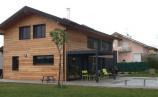 Installation d'une pergola bioclimatique à lames orientables à la frontière suisse