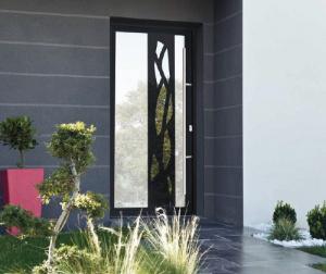 Projet réussi pour la rénovation de porte d'entrée aluminium en Haute-Savoie grâce à Komilfo France Stores Alpaser
