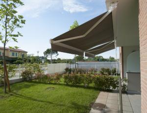 Store coffre posé à Nogent-sur-Marne par la société Komilfo MVM (Vincennes)