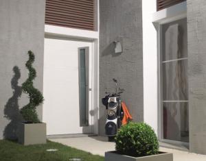 Pose de porte d'entrée aluminium design près de Rennes par Komilfo Open