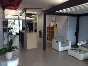 Borne d'accueil du magasin Alu MD Delagrange, adhérent Komilfo à Castelnau-le-Lez près de Montpellier