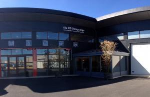 Entrée du magasin Alu MD Delagrange, adhérent Komilfo à Clermont L'Hérault près de Montpellier