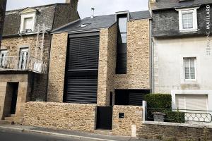 Une charmante maison transformée en belle demeure avec Komilfo à Saint-Malo (35)