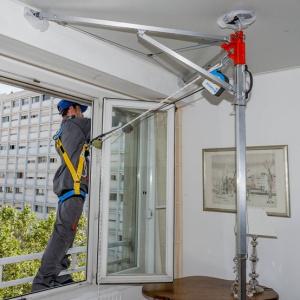Système d'ancrage mobile adapté aux professionnels du bâtiment et utilisé sur les chantiers de la Miroiterie des Alpes