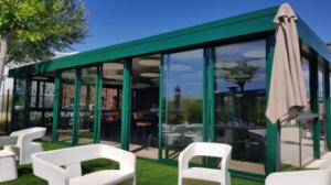 Installation véranda brise-vue restaurant à Manosque (Alpes de Haute-Provence)