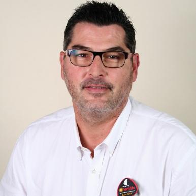 Laurent Régnier, directeur du magasin Régnier Fermetures à Castres - Komilfo