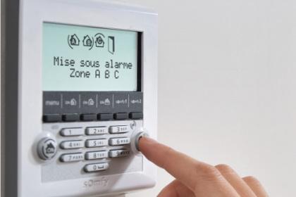 Solution d'alarme connectée à installer par un conseiller Komilfo