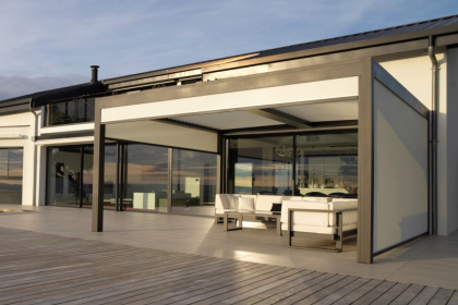 Pergola bioclimatique aluminium à installer par un conseiller Komilfo