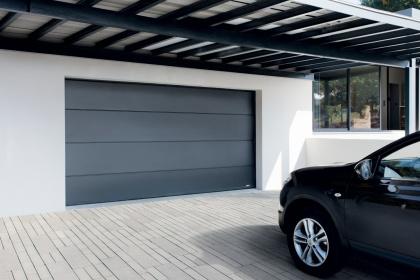 Porte de garage sectionnelle sur-mesure Komilfo