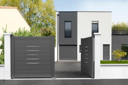 Portes de garage et d'entrée coordonnées sur-mesure Komilfo