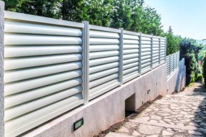 Clôture en aluminium blanc par Komilfo