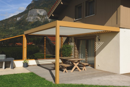 Installation de pergola bioclimatique à lames orientables posée en Haute-Savoie