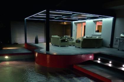 Pergola bioclimatique alu vue de nuit