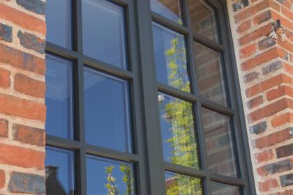 Fenêtre bois laquée anthracite