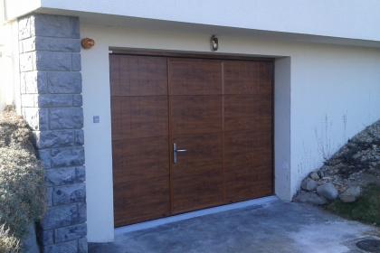 Porte de garage sectionnelle électrique decor bois evian gypass