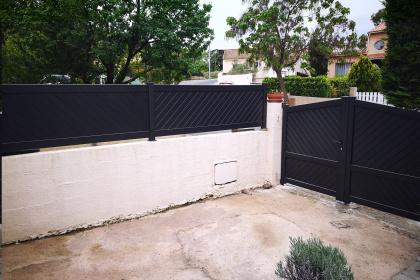 portail clôture cloture en alu montpellier clermont l'hérault RAL 7016