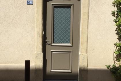 Porte d'entrée en aluminium classique
