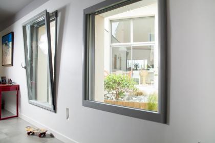 Fenêtre aluminium à ouverture oscillo-battante