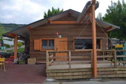 structure bois et store de terrasse lambrequin enroulable evian