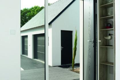 Porte d'entrée contemporaine fixe latéral vitré ouverte