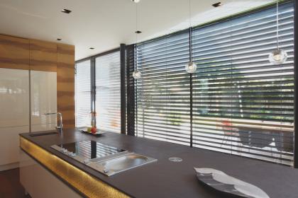 BSO store brise soleil orientable vue cuisine