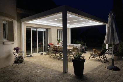 pergola bioclimatique avec éclairage leds de nuit