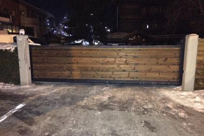 portail coulissant motorisé bois morzine