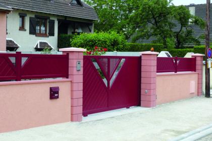 Portail et clôture design rouge