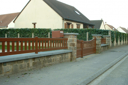 Exemple de clôture ajourée en bois