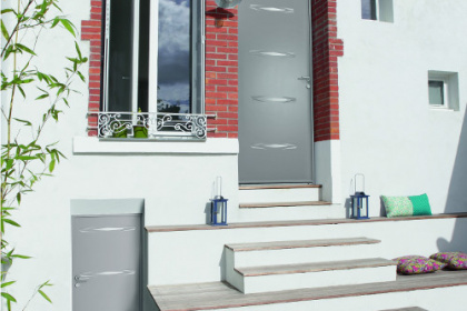 Porte d'entrée acier avec motifs personnalisés Komilfo
