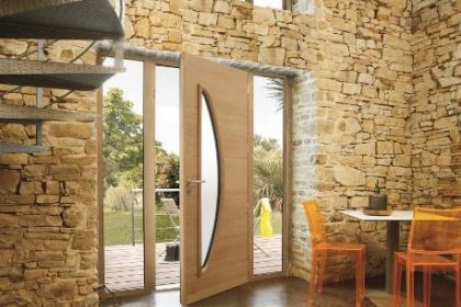 Porte d'entrée mixte disponible chez Komilfo