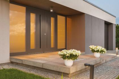Porte d'entrée design à installer par Komilfo