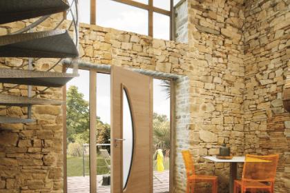 Porte d'entrée mixte en chêne lasuré sur-mesure Komilfo
