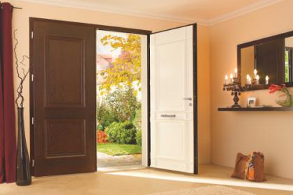 Porte d'entrée mixte et design sur-mesure Komilfo
