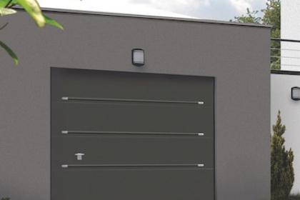 Porte de garage sectionnelle Novoferm à installer par Komilfo
