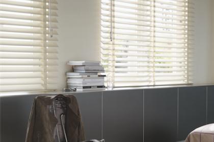Store vénitien bois blanc Luxaflex