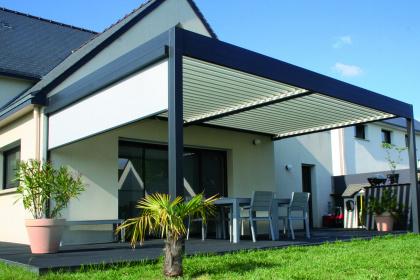 Pergola bioclimatique Châteaugiron installée par Komilfo Open