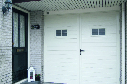 Porte de garage battante blanche