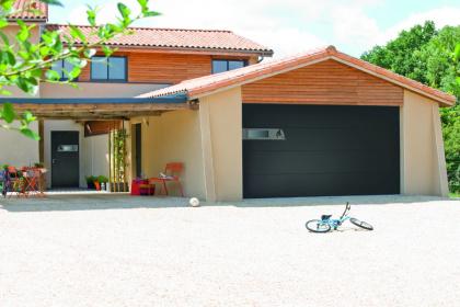 Porte de garage sectionnelle coordonnée Novoferm