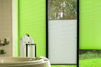 Store plissé bicolore vert et blanc
