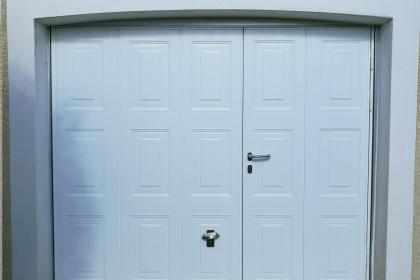 porte de garage basculante portillon intégré