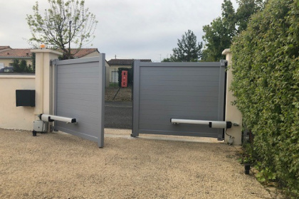 Portail aluminium automatisé à Poitiers - Komilfo Huguet Thibault