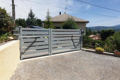 Portail aluminium Hautes-Alpes Gap Komilfo