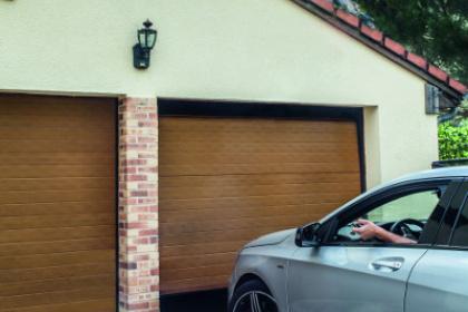 Porte de garage sectionnelle double fabriquée en chêne