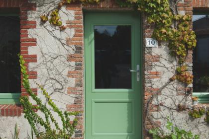 Porte d'entrée aluminium verte réalisée au sud de Nantes par Somover