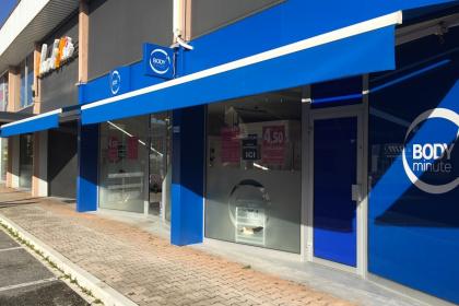 Store banne de magasin - Komilfo France Stores à Annecy